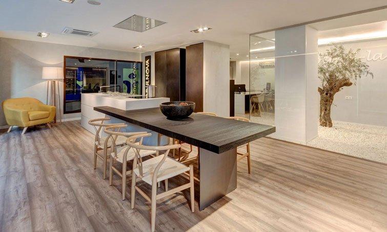 Slide 9. Cocinel-la en Sevilla. Creamos espacios para tu hogar.